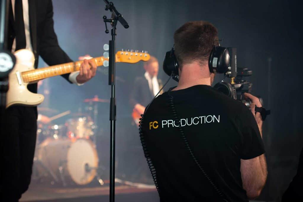 Tekniker som filmar band som står på scen