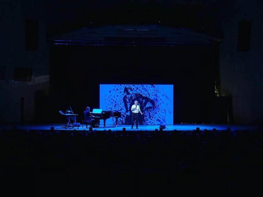 Bildskärm på en scen